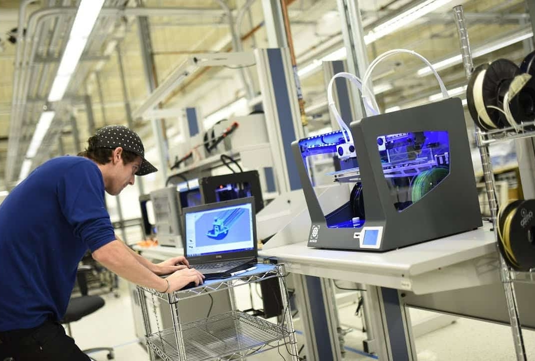manufacturing innovation at mHUB in Chicago